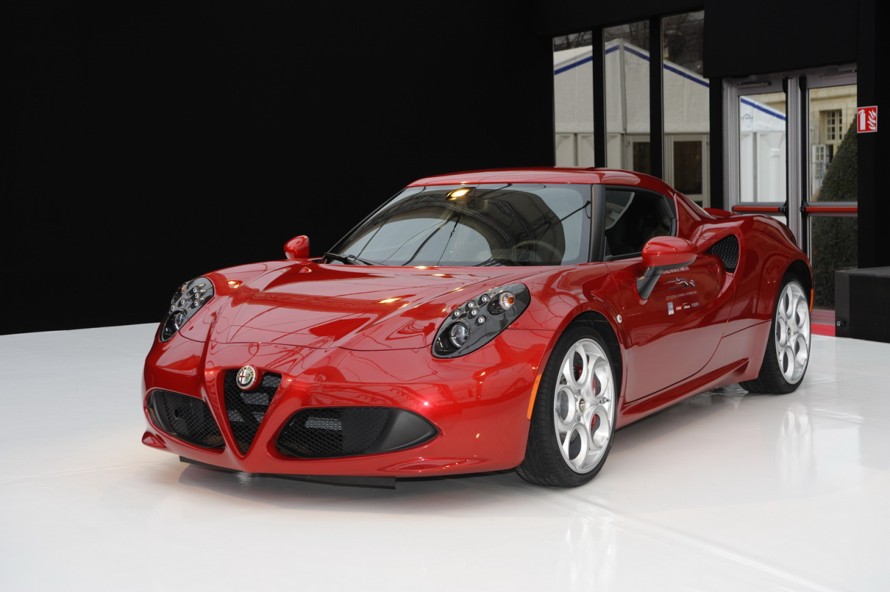 mon garage de r ve alfa romeo 4c essais. Black Bedroom Furniture Sets. Home Design Ideas