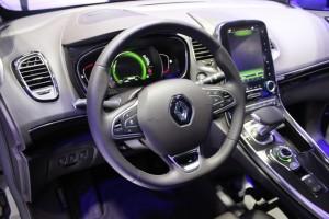 S1-Renault-Espace-5-nouvelle-ere-En-direct-du-salon-de-Paris-2014-333649